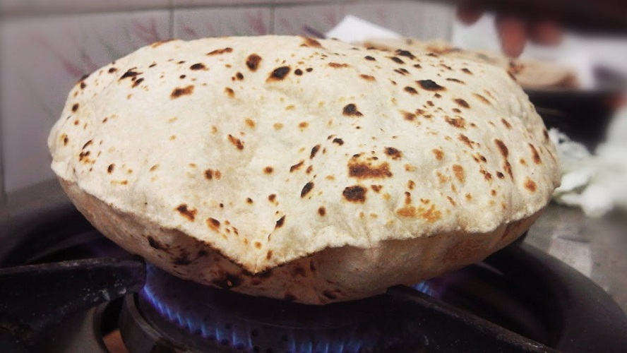Inflated Indian Roti Chapati on Gas Stove